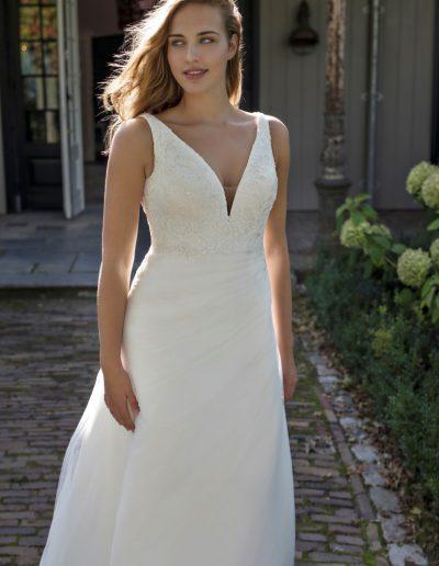 Modeca-curves-Daniella-closeup-plus-xsasa-bruidsmode