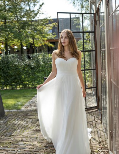Modeca-curves-Darlene-1-plus-xsasa-bruidsmode