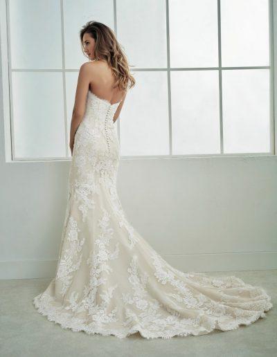 White-One-Famosa-2-xsasa-bruidsmode