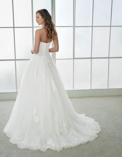 White-One-Felipa-2-xsasa-bruidsmode