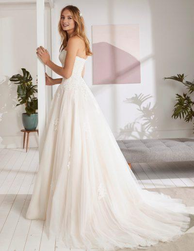 White-One-Ordizia-3-xsasa-bruidsmode